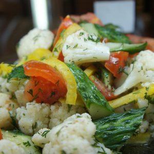 салат С цветной капустой и овощами алматы